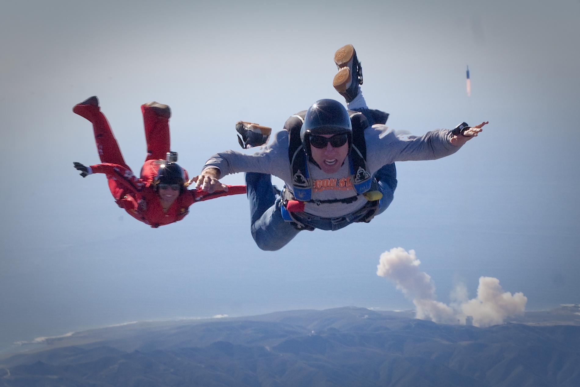 Sky Diving Solo Licensed Skydivers At Skydive Santa Barbara