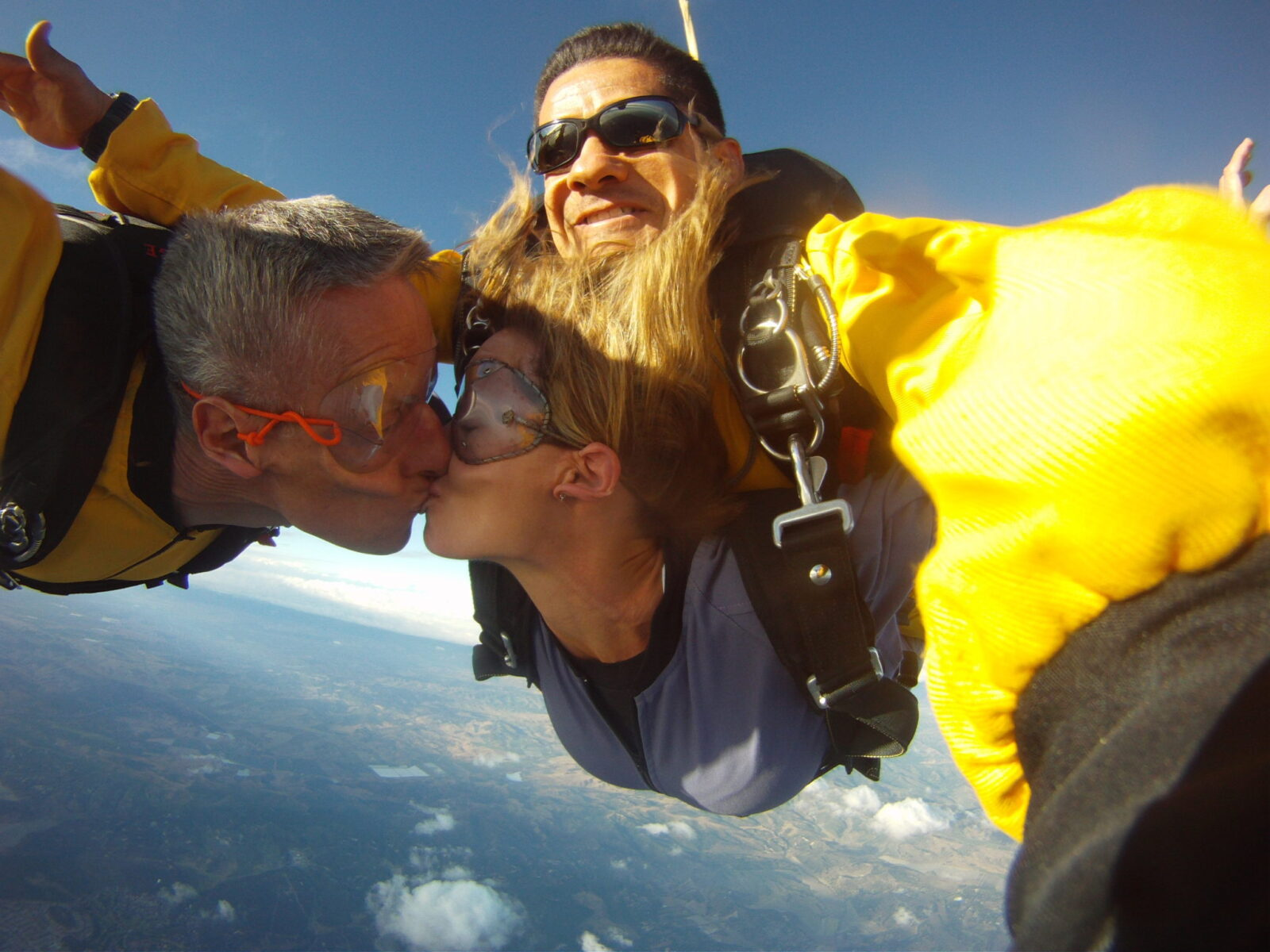 Solo & Tandem Skydiving in Los Angeles Rated 4 8/5 – Book